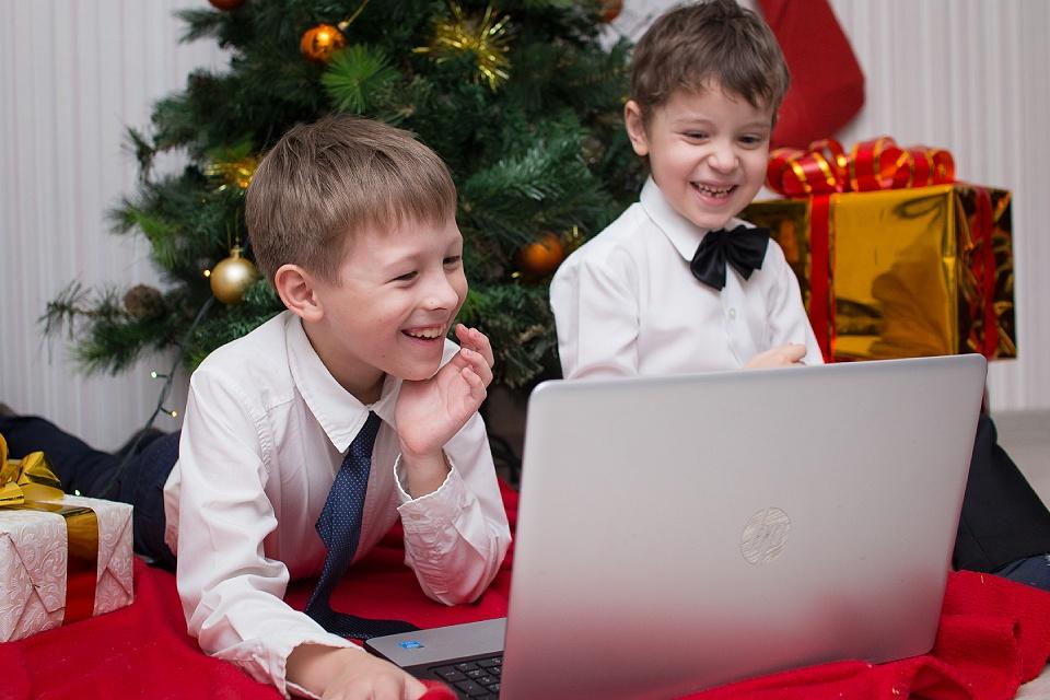 Новый год онлайн: елка в телевизоре, электронная почта Деда Мороза и видео от Снегурочки