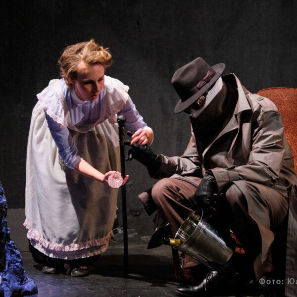 Спектакль «Деревянный мальчик и мясная женщина»