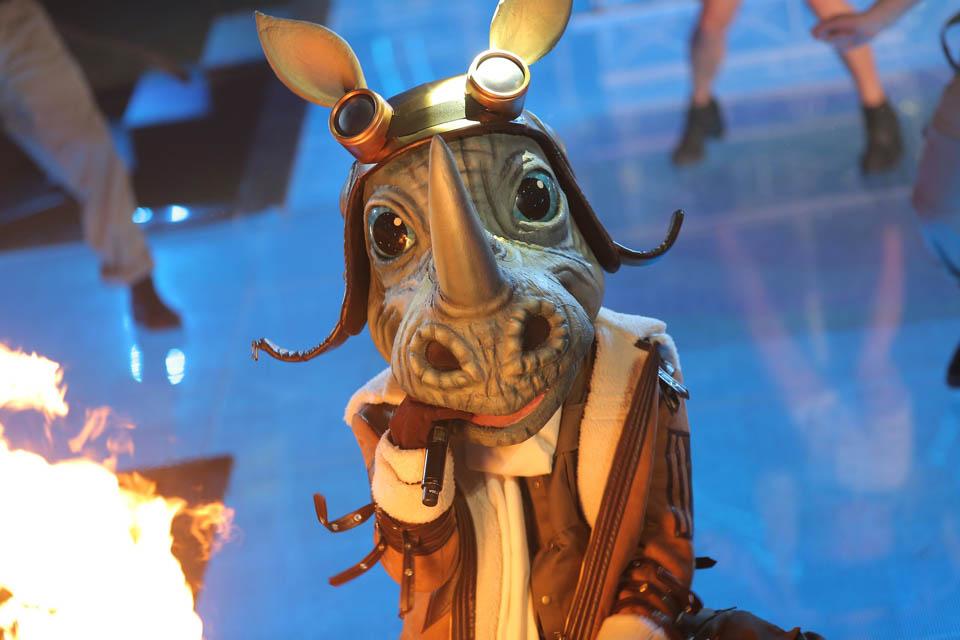 Кто под маской Носорога в шоу «Маска-2021»: Участник расплакался, сняв маску