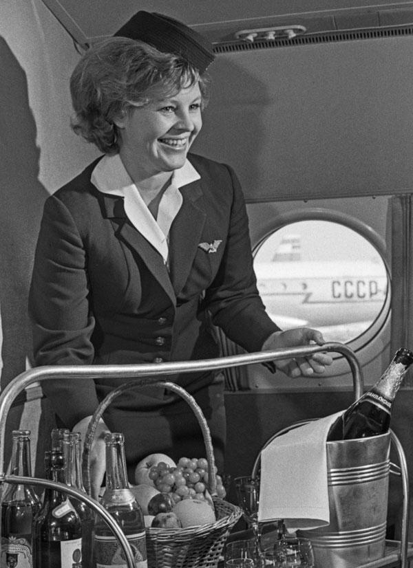 Форма стюардесс Аэрофлота: как менялась одежда самых красивых в небе