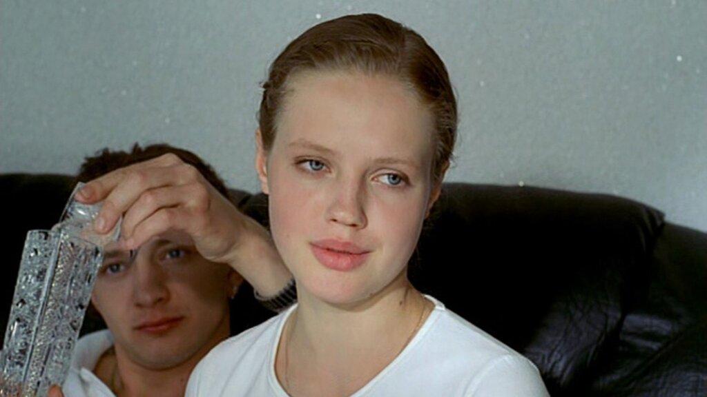 Катя из фильма «Ворошиловский стрелок»: как сейчас выглядит актриса Анна Синякина