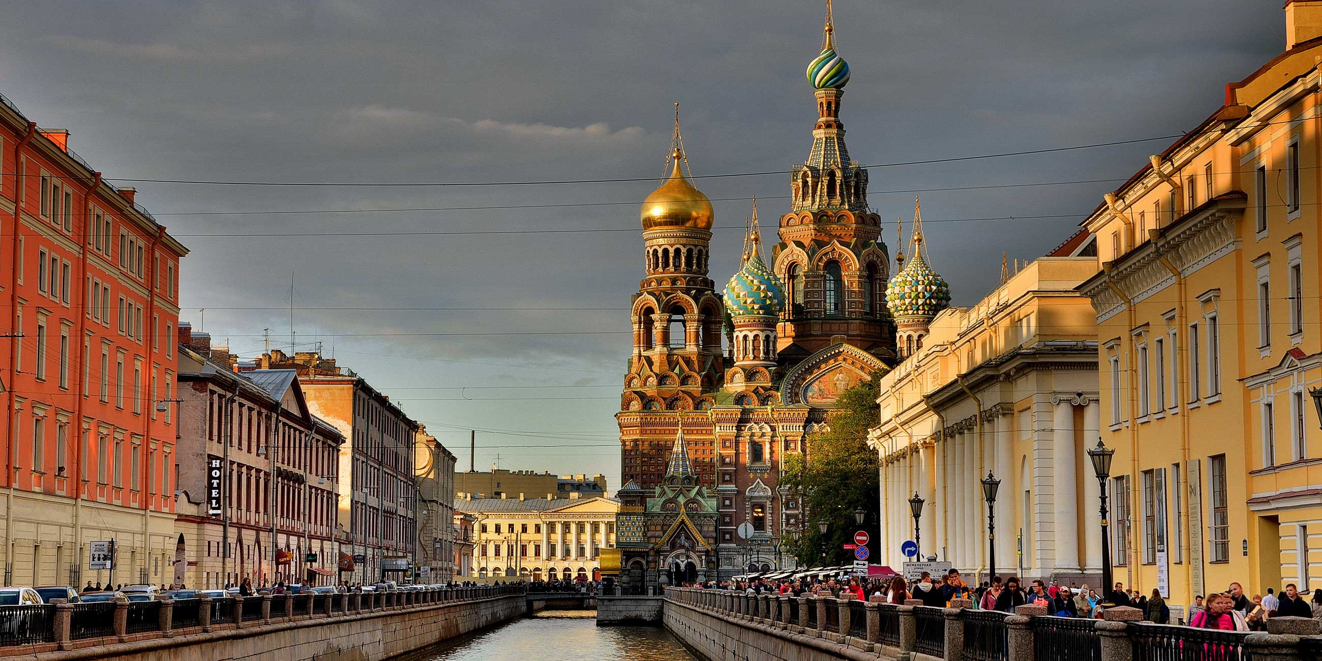 Дойдите до Казанского моста - и вы увидите храм Спаса на КровиФото: pixabay.com