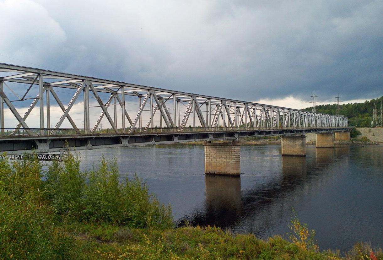 Мост через реку Зею у Зейской ГЭС.
