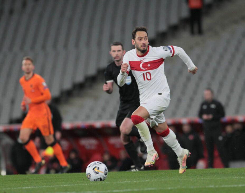 Хакан Чалханоглу родился и выступал в Германии, сейчас играет за «Милан», но его сердце принадлежит Турции. Фото: Global Look Press