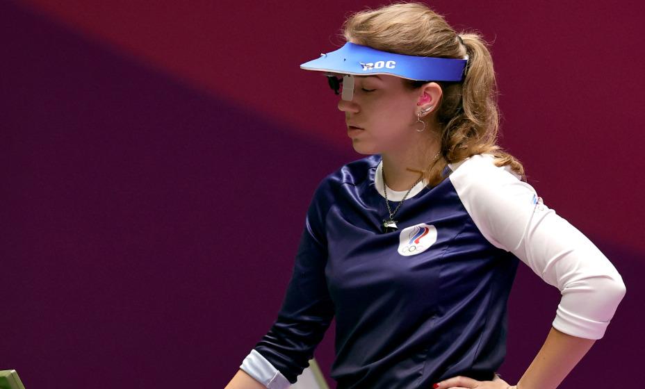 Бацарашкина взяла с собой в Токио талисман - на шее стрелка сборной России можно увидеть медальон с котом из