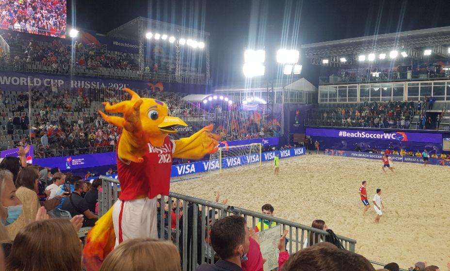 Талисман пляжного ЧМ-2021 Жаришка вдохновляет Россию на победу. Фото: Алиса Титко