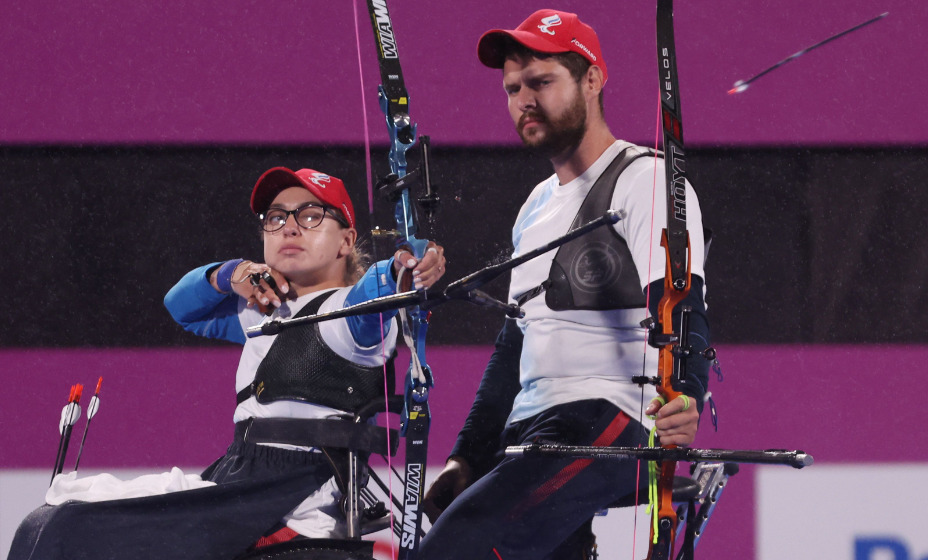Маргарита Сидоренко и Кирилл Смирнов завоевали титул чемпионов Паралимпиады в стрельбе из лука. Фото: Reuters