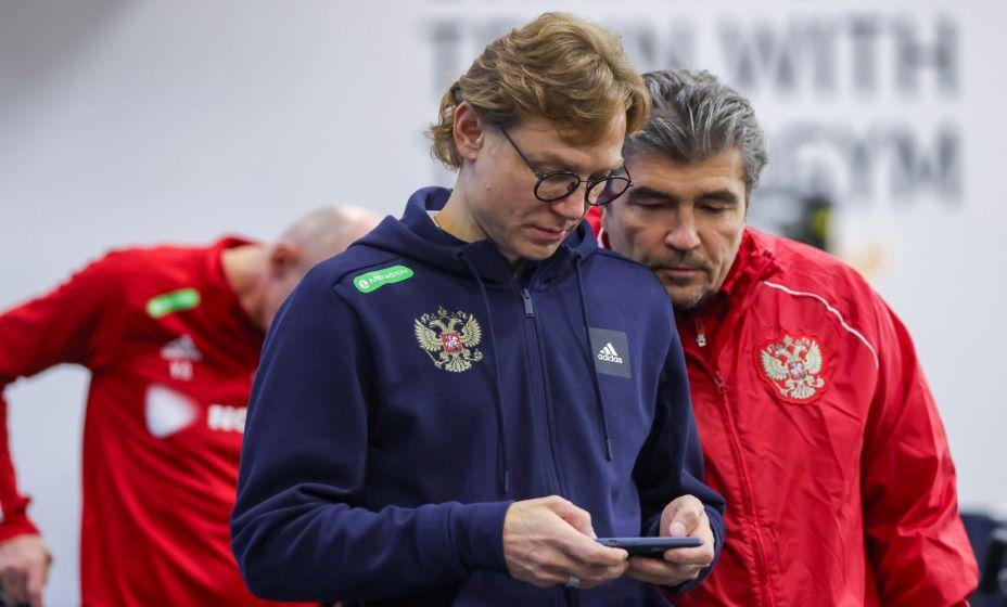 Валерий Карпин считает здоровых футболистов сборной России. Фото: РФС